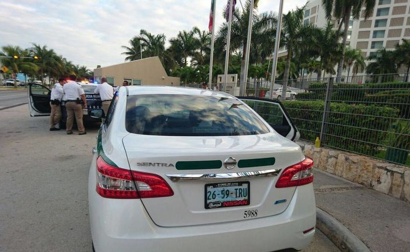 El taxista se quedó en el lugar de los hechos. (Redacción/SIPSE)