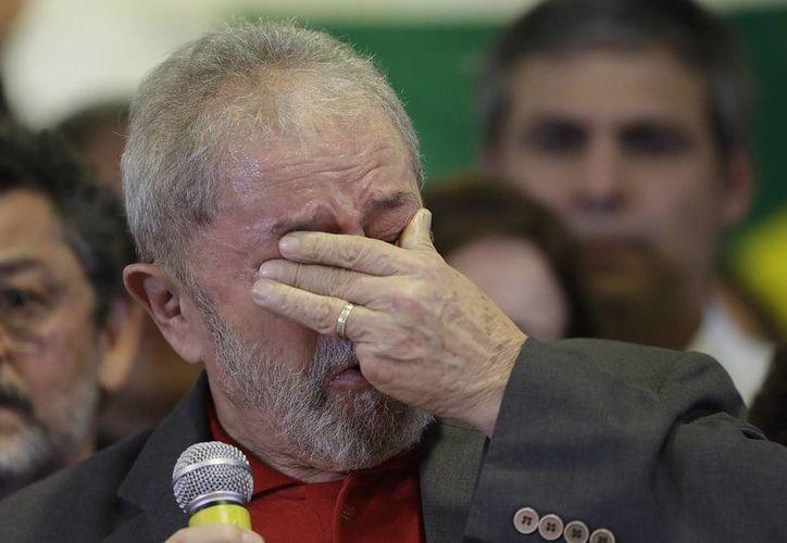 Lula es acusado de encabezar la trama de corrupción de Petrobras, cosa que, por supuesto, él niega. (AP/Andre Penner)