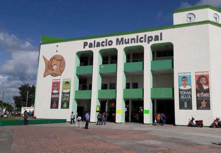 Trabajadores del Ayuntamiento de Othón P. Blanco tendrán una modificación en sus salarios. (Redacción/SIPSE)