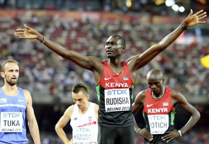 David Rudisha dio a Kenya la medalla de oro en la prueba de 800 metros planos en el Mundial de Atletismo celebrado en Beijing, China. (EFE)