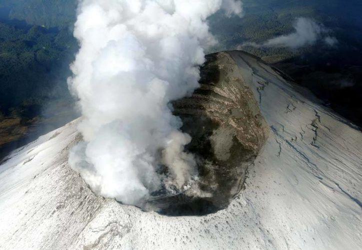 Imagen del domo del Popocatépetl, en imagen tomada por personal de la Secretaría de Marina, el pasado 10 de julio. (AP)
