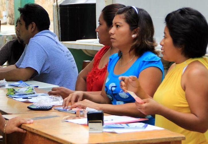 Los comités de padres de familia de la mayoría de las escuelas de Yucatán cobran cuotas y condicionan las inscripciones. (Milenio Novedades)