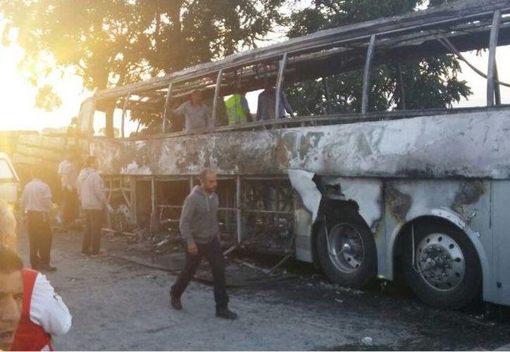 Las maniobras para recoger los cuerpos y la unidad se siguen realizando esta mañana. (twitter.com/betillocarmona)