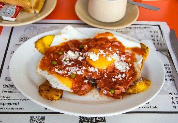 """En Yucatán, el consumo per cápita de huevo es de 23 kilogramos al año. Uno de los platillos más conocidos de la entidad son los """"huevos motuleños"""".  (Foto: México Sabroso)"""