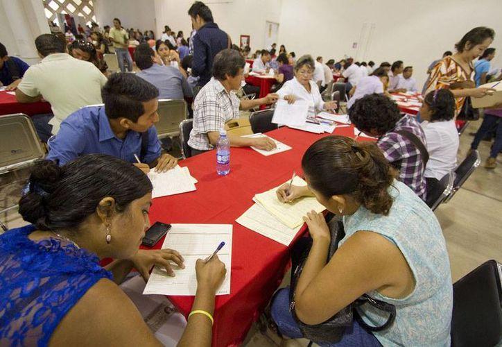 En la Expo Empleo Yucatán 2014 participan 70 empresas que promueven más de dos mil ofertas de empleo. (Notimex)