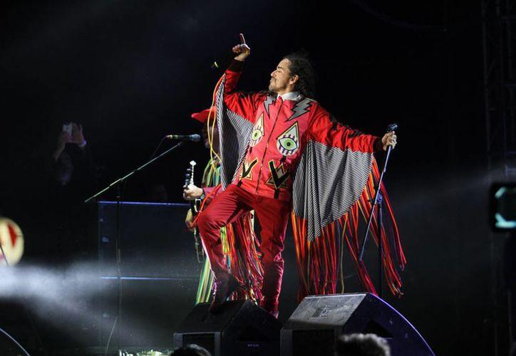 Café Tacvba se despidió de octubre ofreciéndole uno de los mejores conciertos de su historia. El vocalista Rubén Albarran se lució en el escenario. (César González/SIPSE)