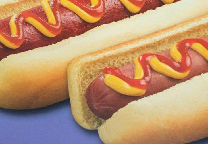 Aseguran que los hot dogs, tacos, tortas y café siempre han pagado impuesto. (Victoria González/SIPSE)