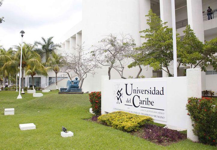 La rectora de la Unicaribe participó en la asamblea del Consejo Empresarial. (Israel Leal/SIPSE)