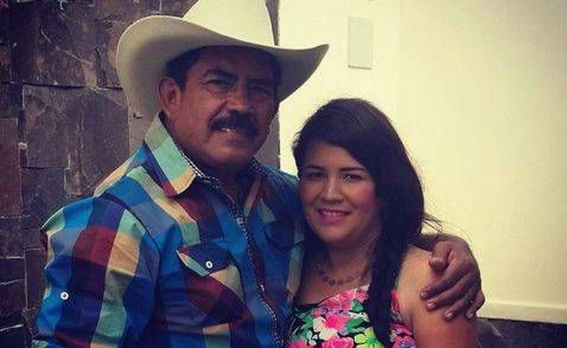 Julián Venegas Guzmán y su hija Grecia Venegas Oviedo. Ella asegura que difundió el video donde 'El Chapo' aparece para presionar a las autoridades por la búsqueda de su padre. (Milenio)