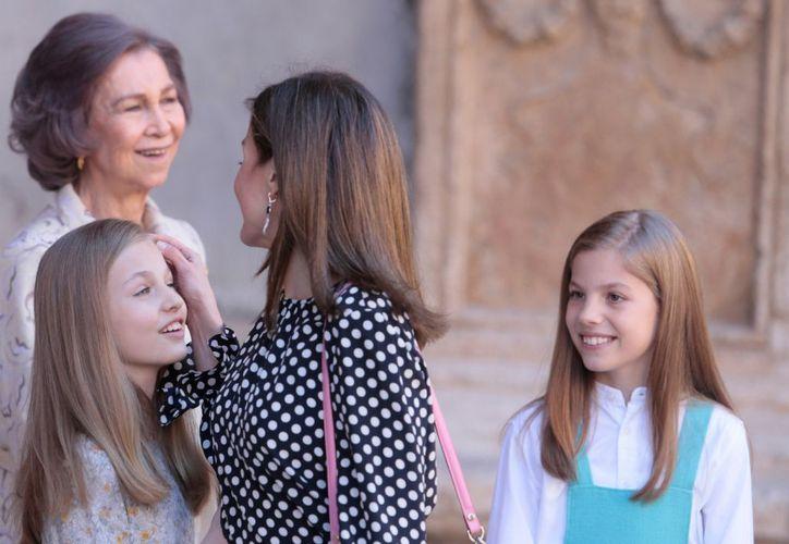 El momento incomodo, ocurrió en la catedral de Palma de Mallorca. (AP)