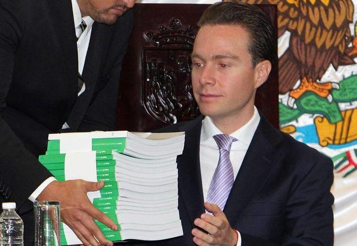 El presidente del PAN, Gustavo Madero, exhortó al gobernador de Chiapas, Manuel Velasco (foto), a atender menos sobre publicidad y más sobre la educación en su estado. (Notimex)