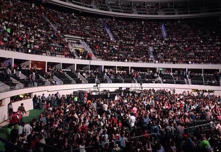 Miles de fanáticos de Luis Miguel se quedaron con las ganas de verlo en vivo. (SIPSE)