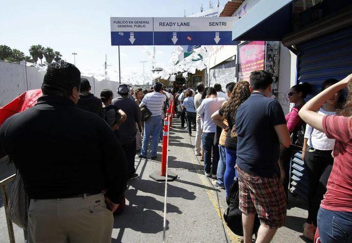 El aforo en los ocho cruces internacionales se ven abarrotados por turistas mexicanos que desean realizar compras, vacacionar o visitar algunos familiares en el país vecino. (Archivo/Notimex)