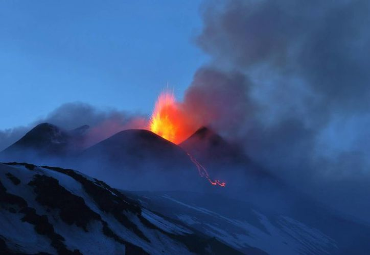 El Instituto de Geofísica y Vulcanología de Catania asegura que la lava afecta a una zona alejada de los centros de población. (Archivo/EFE)