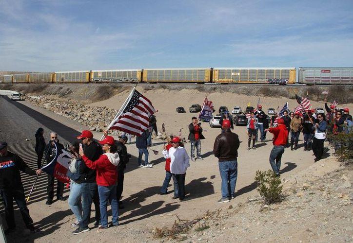 Protesta en el muro fronterizo con México (Foto: Twitter)