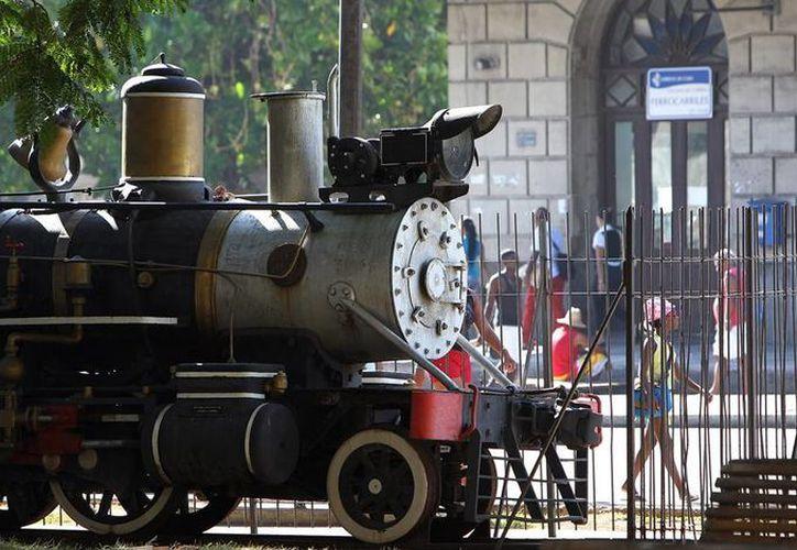 Las locomotoras restauradas se exhiben en un parque de La Habana, Cuba. (EFE/Archivo)