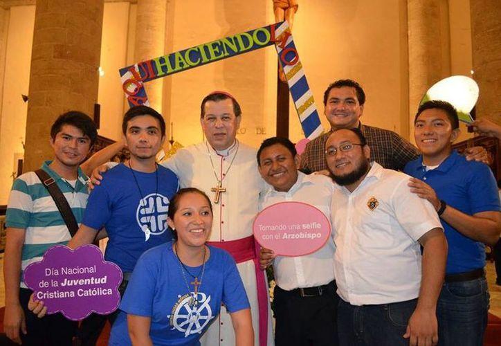 Jóvenes, con el Arzobispo. Se espera una participación de cerca de dos millones de jóvenes de 185 países (Archivo/SIPSE).