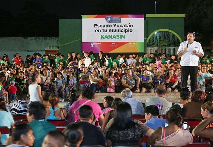Roberto Rodríguez Asaf encabezó el arranque de la estrategia Red de Escudo Yucatán en Kanasín. (Milenio Novedades)