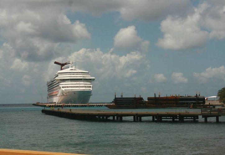 Cadenas de cruceros coinciden en que las autoridades deben vigilar los servicios. (Irving Canul/SIPSE)
