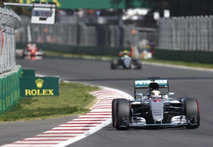 En punto de las 13:00 horas los motores rugirán en el Autódromo Hermanos Rodríguez. (AP)