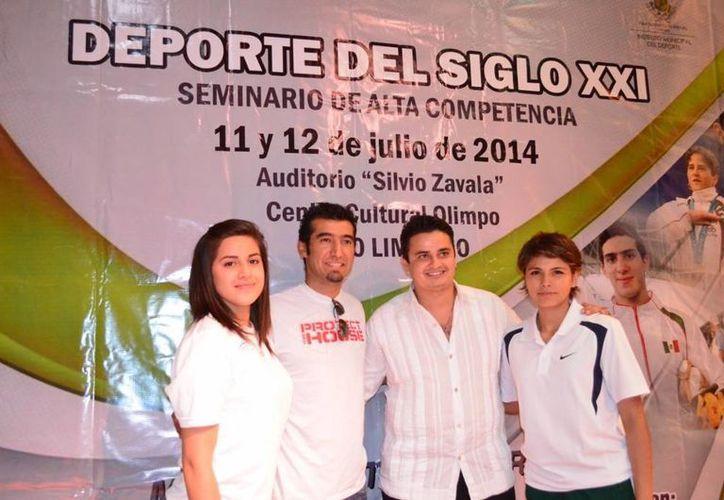 Participantes en la primera jornada del Seminario de Alta Competencia 'Deporte del Siglo XXI'. (Cortesía)