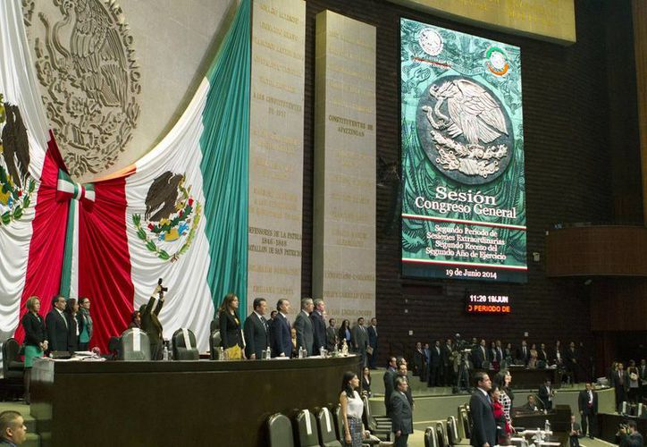 El Pleno se abrió con 388 de 500 diputados federales y 82 de 128 senadores. (Notimex)