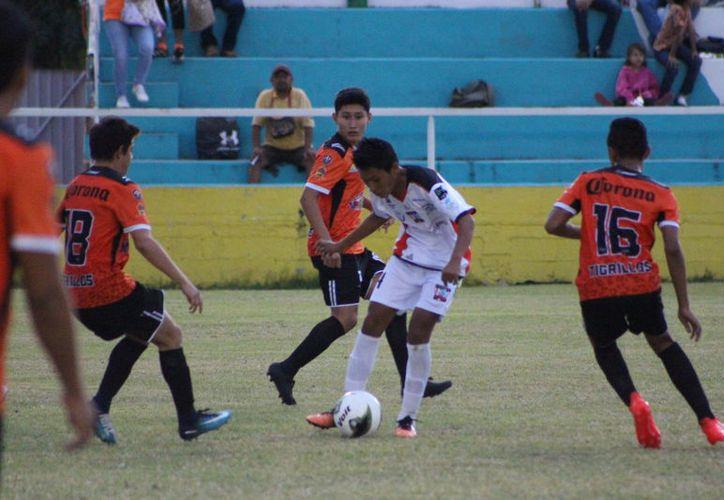 El tempranero gol fue una inyección de ánimo para los dirigidos por Jorge Licona Castro, quien presento un planteamiento distinto a lo que había manejado. (Miguel Maldonado/SIPSE)