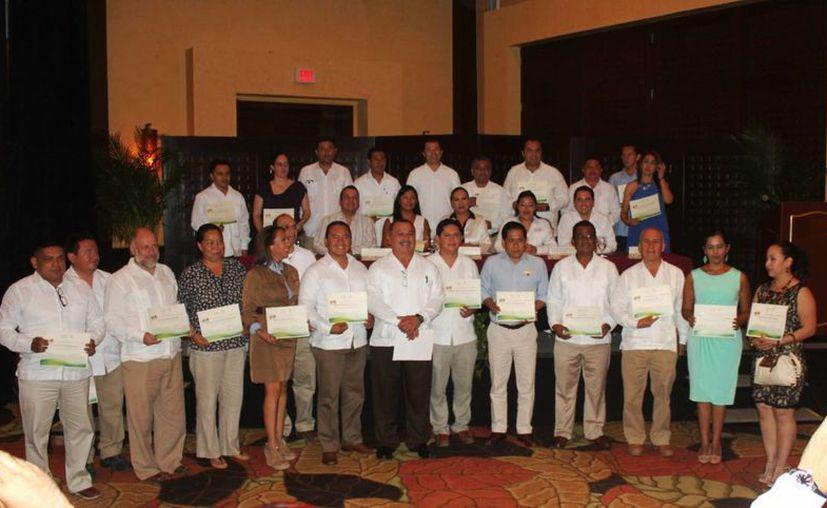 Veinte empresas recibieron reconocimientos por participar en el programa 'Liderazgo Ambiental para la Competitividad'.  (Daniel Pacheco/SIPSE)
