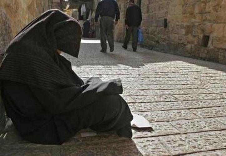 Eisha pasaba todo el tiempo pidiendo limosna en las calles. (Foto de contexto/ummid.com)