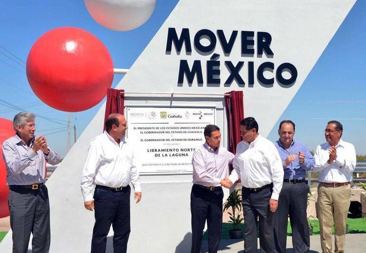 Peña Nieto entregó las obras del Libramiento Norte de la Laguna en Torreón, Coahuila. (Presidencia)