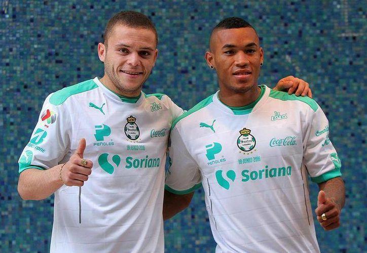 El delantero uruguayo Jonathan Rodríguez y el mediocampista colombiano Fredy Hinestroza, nuevos fichajes del Santos, jugaron en el futbol europeo. (Facebook)