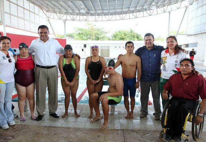 Zapata Bello y Mena Campos saludaron a los deportistas. (SIPSE)