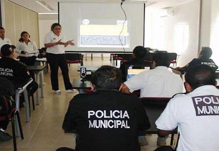 Imagen del curso a policías municipales sobre Alerta Amber y su activación en Yucatán. (Milenio Novedades)