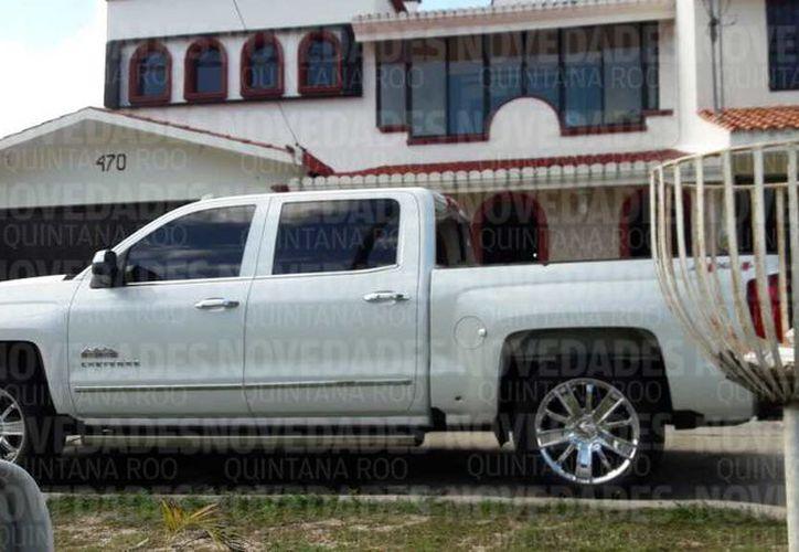 Personas armadas dispararon contra la casa y vehículo del político Pedro Flota Alcocer, durante la madrugada de este viernes. (Eddy Bonilla/SIPSE)