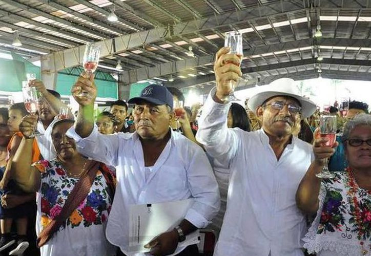 Cada año se convoca a las parejas que desean celebrar su enlace matrimonial de forma rápida y sin costo en los trámites. (Novedades Yucatán)
