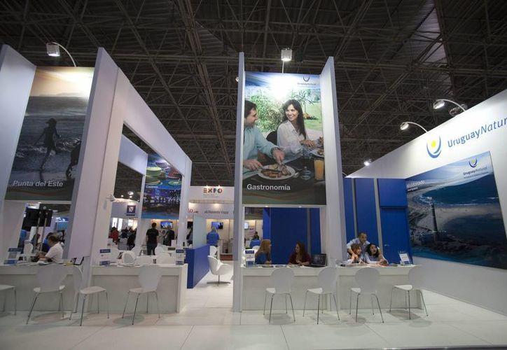 Vista general del espacio de Uruguay en la 42 Feria Internacional de Turismo de la Asociación Brasileña de los Agentes de Viajes (ABAV) en Sao Paulo, Brasil. (EFE)