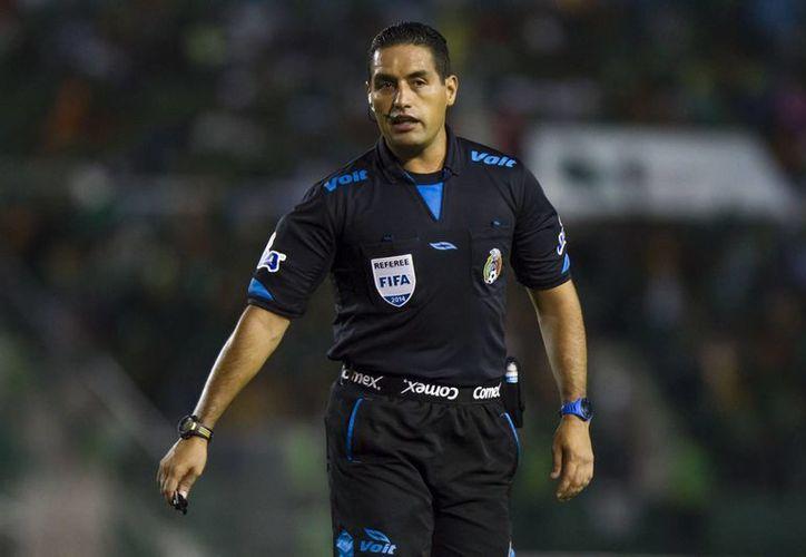 Roberto García será quien pite la semifinal de vuelta del futbol mexicano entre Gallos Blancos y Tuzos en Querétaro. (tiemporeal.mx)