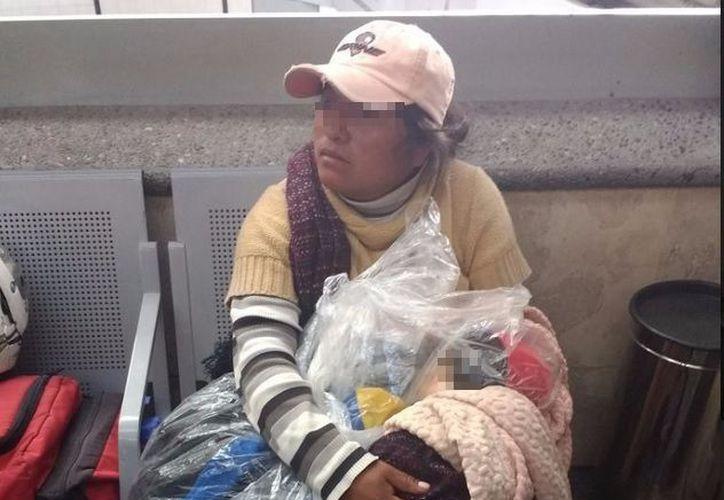 Al llegar a la terminal de autobuses, la mamá se percató del fallecimiento de su bebé. (Foto: Twitter)