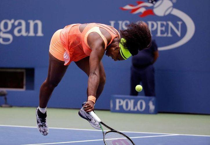 Serena Williams, quien fracasó en el US Open (competencia a la que corresponde la imagen) decidió dejar las canchas en lo que resta de 2015. (Archivo/AP)