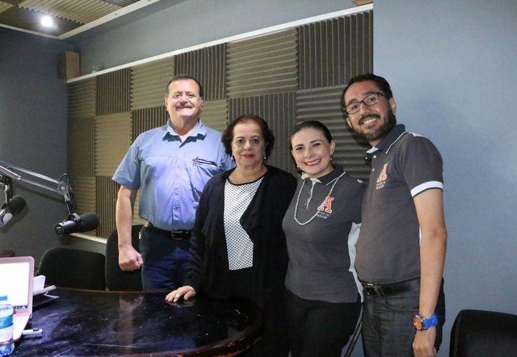 Maricarmen Sabido Basteris y Jorge Gómez Ortiz, ambos de la Universidad Anáhuac Mayab, anunciaron una serie de actividades que se realizarán para ayudar a los adultos mayores en cuanto a sus derechos y a su salud bucal. (SIPSE)