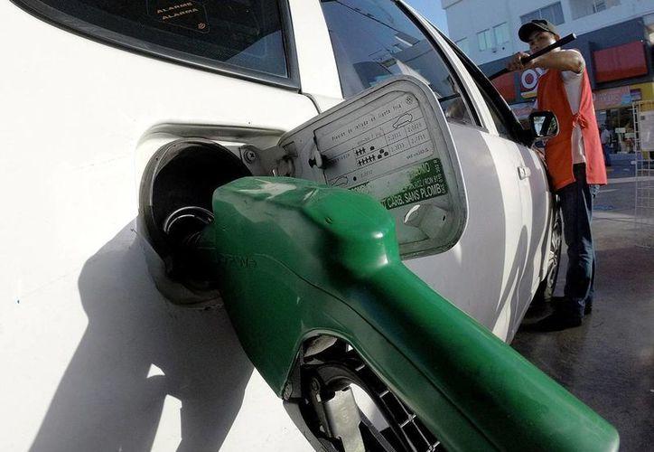 Pemex aconseja una velocidad prudente en carretera para no aumentar el consumo de combustible. (Notimex/archivo)
