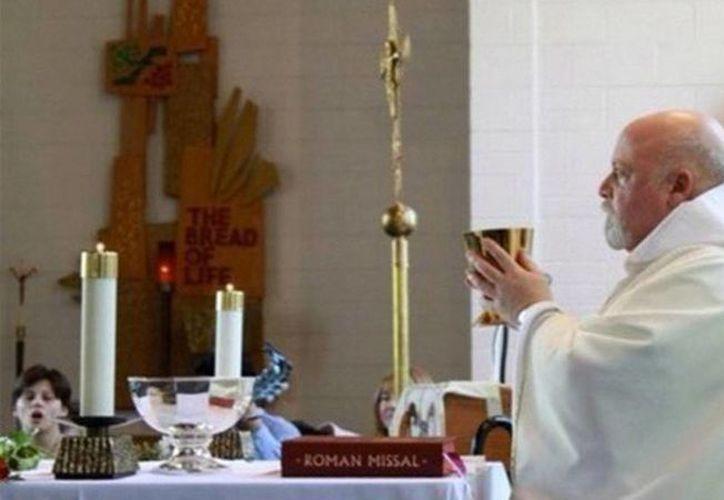 El sacerdote Philip J. Pizzo tuvo que explicar en Facebook el motivo de su desafiante meme:  solo fue por 'diversión'. (@Philip J Pizzo)