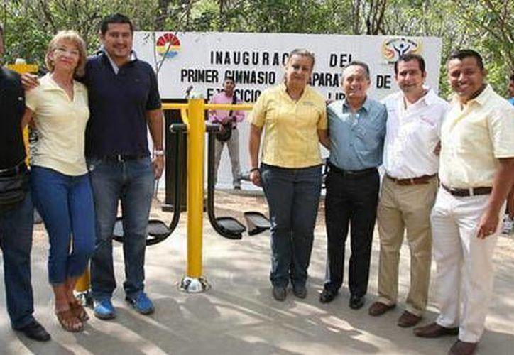 Las autoridades municipales en la inauguración del parque Kabah. (Cortesía/SIPSE)