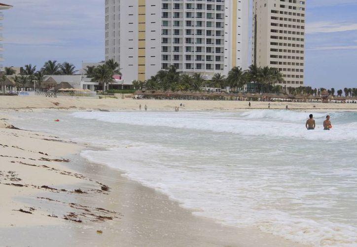 La erosión de playas se ha tenido después de fenómenos naturales. (Tomás Álvarez/SIPSE)