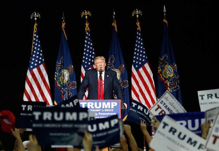 El precandidato republicano Donald Trump habla durante un mitin el 21 de abril de 2016 en en el complejo Farm Show in Harrisburg,  Pennsylvania (Foto: AP/Julio Cortez)