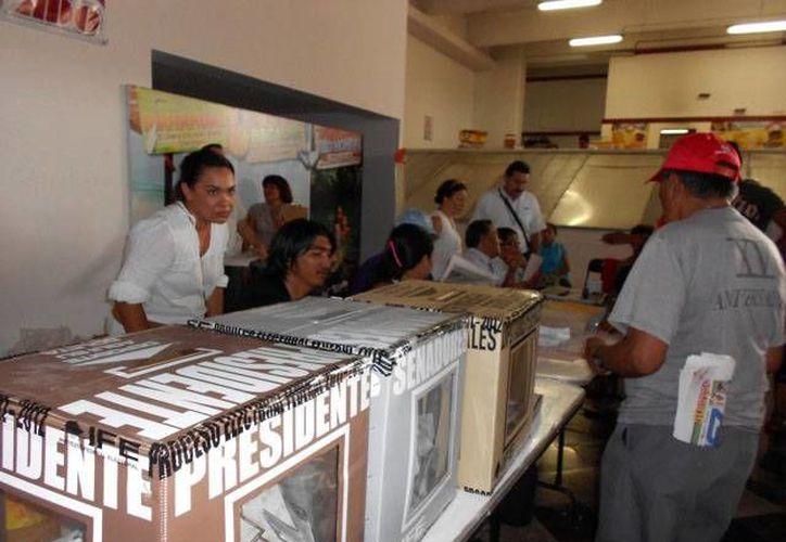 El voto de cada uno de los 980 mil 829 ciudadanos que podrán emitir su voto el próximo 7 de julio representa un costo aproximado de 255 pesos. (Jorge Carrillo/SIPSE)