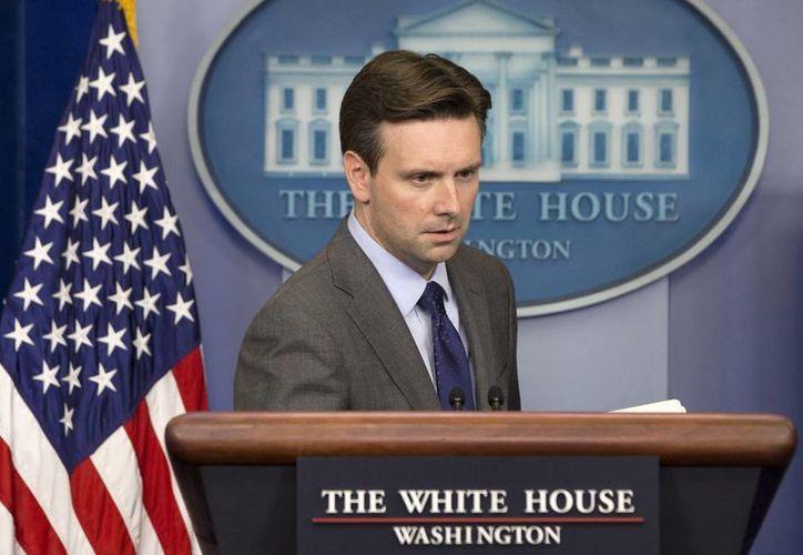 El portavoz de la Casa Blanca, Josh Earnest, informó de la renuncia de Julia Pierson al SS luego de que se dieran a conocer fallas relacionadas con la seguridad de la presidencia estadounidense. (Foto: AP)
