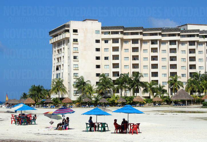 Hoteleros señalan que desde el 31 de julio se resintió una baja cuando unos turistas observaron el homicidio en Los Cabos. (Foto: Luis Soto)