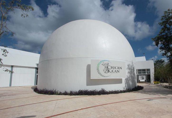 Se colocarán tres telescopios en la terraza del observatorio para poder observar el acontecimiento. (Gustavo Villegas/SIPSE)