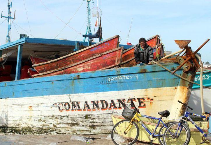 El sector pesquero, afectado por el incremento a los combustibles. Imagen de contexto de una embarcación resguardada. (Milenio Novedades)